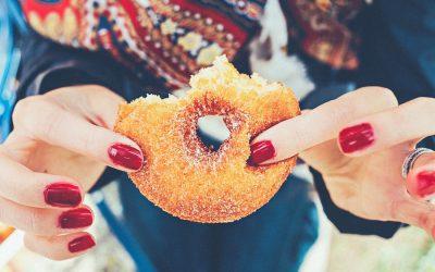 Stress et sucre : la combinaison explosive. Comment en sortir ?
